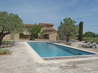 Mas Opideum - Luxury air conditioned Mas with private pool, 4 suites and expansive views of the Luberon - Oppede vacation rentals