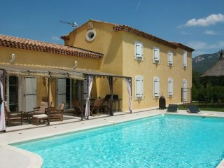 Trets - Recently built detached villa surrounded by vineyards in Trets - Trets vacation rentals