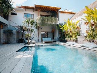 Loft 2 to 3 people, 300m walk to the beach, Vassani Stay #6 - Canggu vacation rentals
