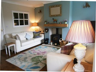 Cosy cottage with multi fuel stove. 3 Bedrooms, 3 Bathrooms,1 ensuite.  Sleeps 6 - Croston vacation rentals