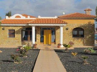 Case de Leon.. Peaceful rustic rural villa - Triquivijate vacation rentals