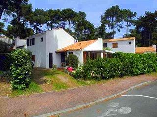 Cozy 3 bedroom House in La Palmyre-Les Mathes with Television - La Palmyre-Les Mathes vacation rentals
