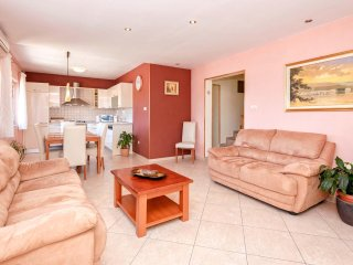Perfect Condo with Internet Access and A/C - Jelsa vacation rentals