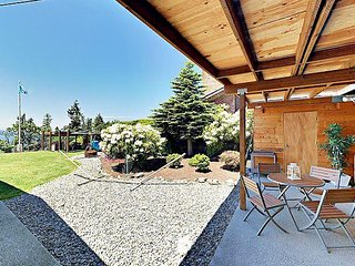 2BR Seattle Charmer - 15 Miles from Downtown Seattle, 10 Miles from Airport - Renton vacation rentals