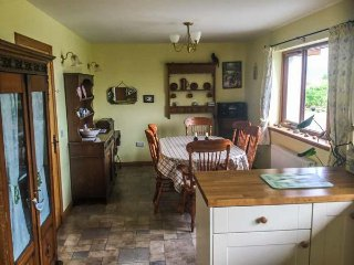 SCRIDAIN VIEW, woodburner, en-suite, patio, Ardtun, Ref 957364 - Tiroran vacation rentals