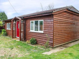 THE CHALET, sleeps four, pets welcome, garden and patio, Biggleswade, Ref 956980 - Gamlingay vacation rentals