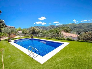 Radiant Villa Sant Fost for up to 12 guests, 18km to Barcelona and the beach! - Sant Fost de Campsentelles vacation rentals