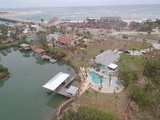 Sunset Harbor, 3 Bedroom, 2 Bath, Private Pool, Pet Friendly - Crescent Beach vacation rentals