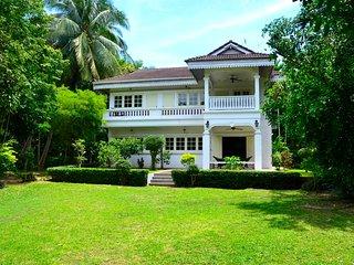 Beautiful 4 bedrooms Colonial Koh Samui - Mae Nam vacation rentals