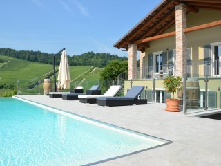 Casa Visette - historical Barolo winery with authentic luxury suites - Monforte d'Alba vacation rentals