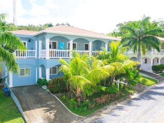 2 bedroom House with Shared Outdoor Pool in West End - West End vacation rentals