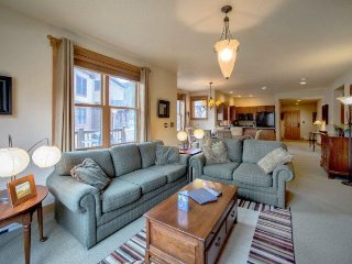 Red Hawk Townhomes 2333 - Granite counters, spacious with washer/dryer, private - Keystone vacation rentals