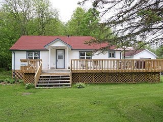 3 bedroom Cottage with DVD Player in Lake Simcoe - Lake Simcoe vacation rentals