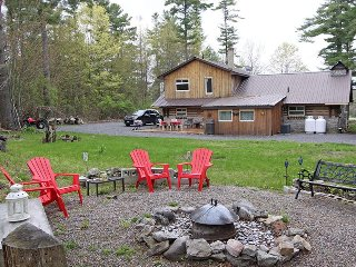 Bright 4 bedroom Madoc Cottage with Deck - Madoc vacation rentals