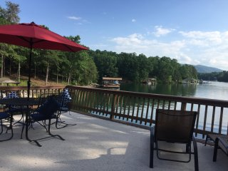 Shorewood Cove: Gentle slope down to a no-wake cove, perfect for families - Huddleston vacation rentals
