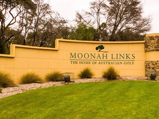 Maggies on Moonah Links/Gateway to the Mornington Peninsula and Hot Springs - Fingal vacation rentals