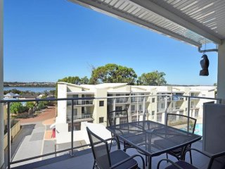 Lovely 3 bedroom Apartment in Joondalup - Joondalup vacation rentals