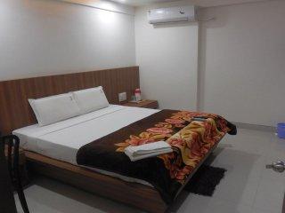JK Rooms** - Empress City Mall, Gandhisagar Lake, Mahal, Nagpur - Nagpur vacation rentals