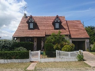 Nice Villa with Housekeeping Included and Television - Hermanville-sur-mer vacation rentals
