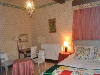 "Jouandassou B&B ""Red room"" - Fontrailles vacation rentals"