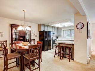 #34 ASPEN Modern updated Town Home on the 5th Fairway $235.00-$270.00 BASED ON - Blairsden vacation rentals