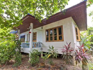 House 2 Bedroom 100m to Beach - Mae Nam vacation rentals
