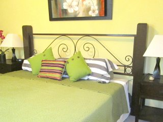 Large Two Bedroom Apartment close to the Sea - World vacation rentals