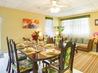Large Three Bedroom Apartment close to the Sea - World vacation rentals