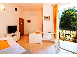 PERFECTLY POSITIONED studio - balcony, WIFI, washer, NEW!!! - Split vacation rentals