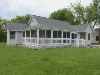 Lovely House with Deck and A/C - Kelleys Island vacation rentals