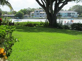 Chic and Relaxing Ground Floor Condo, with Gulf Beach Access - Siesta Key vacation rentals