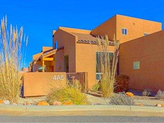 A Beautiful Unit- Pool/Hot Tub/WiFi/Garage/W&D - Moab vacation rentals