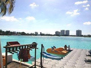 Hermosa Suite vista a Laguna artificial gigante - Playa Blanca vacation rentals