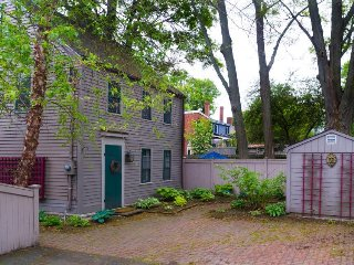 Charming vintage home in Harbor Village with furnished patio & gas grill! - Newburyport vacation rentals