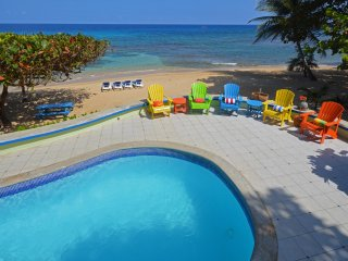 Gorgeous 3 bedroom House in Runaway Bay with A/C - Runaway Bay vacation rentals