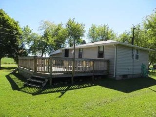 Lovely Two Bedroom Cottage in Bluewater, Ontario Close To The Beach - Bayfield vacation rentals