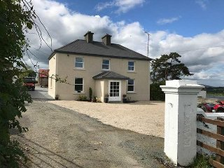 McCormacs Farmhouse located on the shores of beautiful Lough Gowna. - Gowna vacation rentals