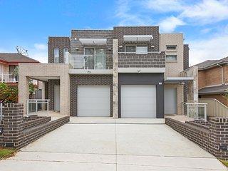 PEARSON VILLA 25 - SYDNEY Spacious, 6 Bdrms, Great for Groups - North Parramatta vacation rentals