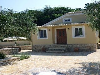 A romantic getaway in old olive grove between Avlaki beach and Erimitis forest. - Kassiopi vacation rentals