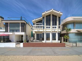 Stunning Scenes Of Sand And Sea! (Lower Unit) - Newport Beach vacation rentals