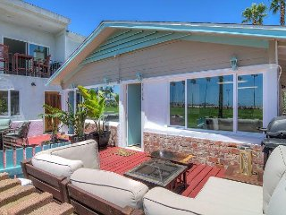 Adorable Vintage 2 Bed / 1 Bath on the Oceanfront / Sleeps 6 - Newport Beach vacation rentals