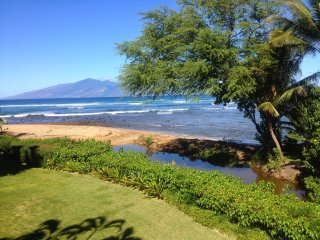 OCEANFRONT ON THE BEACH IN KAHANA. CORNER END W/PRIVACY - Napili-Honokowai vacation rentals