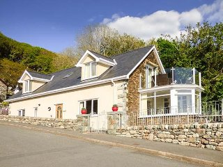 ARNANT, ,modern, detached house, glass balcony, wonderful views, in Barmouth - Barmouth vacation rentals