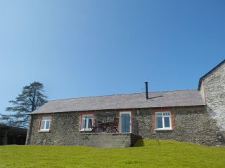 LLAETHDY - THE DAIRY, ground floor, modern, en-suite shower, WiFi, woodburner - Crymych vacation rentals