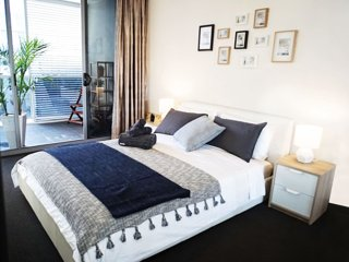 Stylish Inner City 1BD Apartment Close To Green Square Station - Mascot vacation rentals