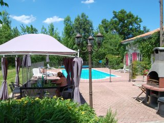 Secluded luxury house with private pool in the heart of the wine region. - Barbezieux-Saint-Hilaire vacation rentals