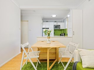 Inner West comfort - compact and great for couples - Stanmore vacation rentals
