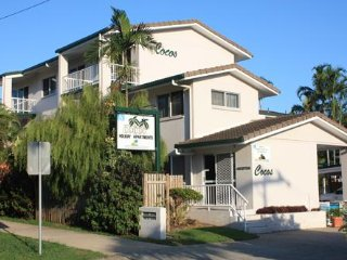COCO'S HOLIDAY APARTMENT 6 FOR DEFENCE & EMERGENCY SERVICE MEMBERS - Trinity Beach vacation rentals