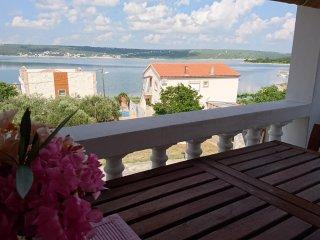 Cozy apartment close to beach - Gornji Karin vacation rentals