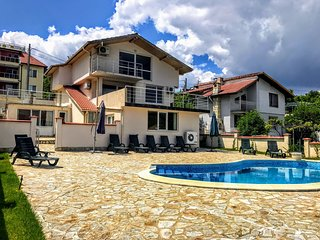 """Villa """"Bianca"""" for 12 people 700m from """"The Palace"""" of Balchik. - Balchik vacation rentals"""